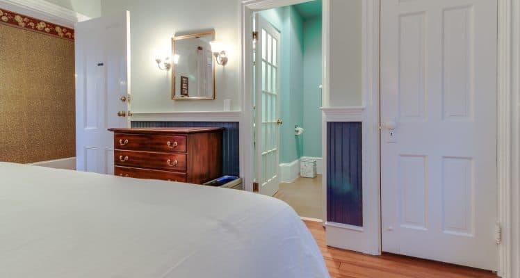 Captain Lawrence Inn – Addison room 3 MAFM08A-444637