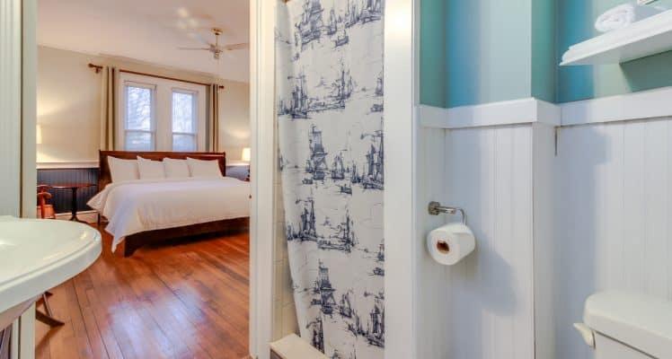 Captain Lawrence Inn – Parlor room 3MAFM08A-444584 copy